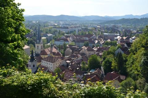 Uitzicht op een oudere stadswijk.