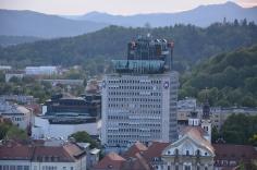 Een sollicitatie naar Ugly Slovenian Houses.