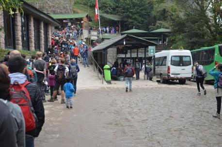 Een anti-climaxfoto om mee te starten. De rij om Machu Picchu binnen te gaan is best imposant.