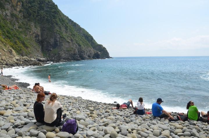 Op 300 meter wandelen van 'Riomaggiore Marina' ligt dit -oncomfortabele- keienstrand.