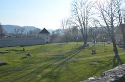 Het park dat zich in de fortruïnes bevindt.