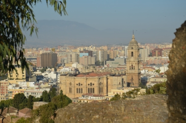 Zicht op kathedraal 'La Manquita', gezien vanaf Alcazaba de Malaga.