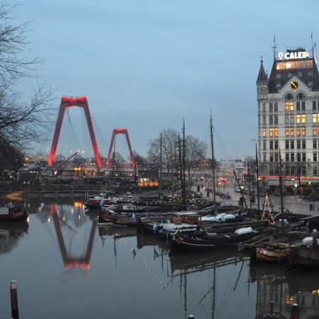 De Wilhelminabrug aan oude haven Rotterdam